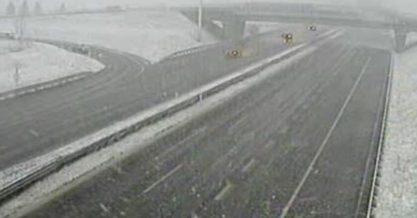 Snijeg jako pada u Zagrebu, na autocesti nesreće. Očekuju se tuča, pijavice…