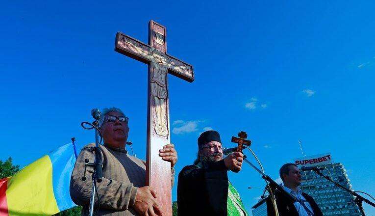 U Rumunjskoj velik prosvjed protiv mjera, nosili križeve i svetačke slike