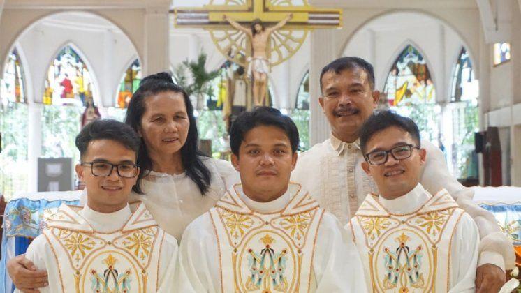 Tri brata zaredila se za svećenike u istom danu!